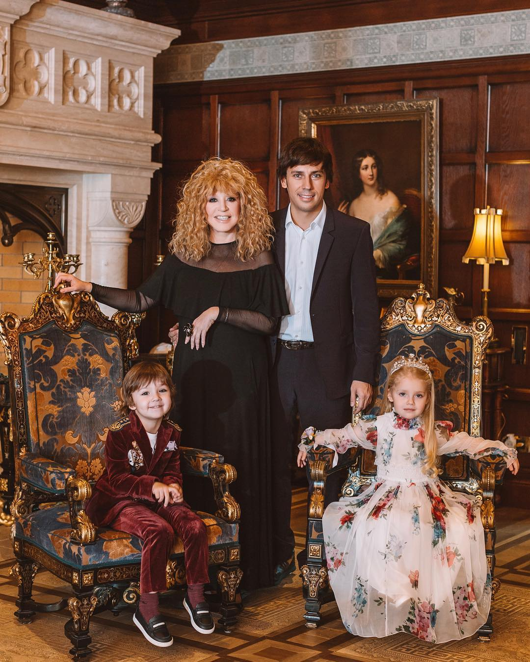 Дети Пугачевой и Галкина снялись в лукбуке детской одежды