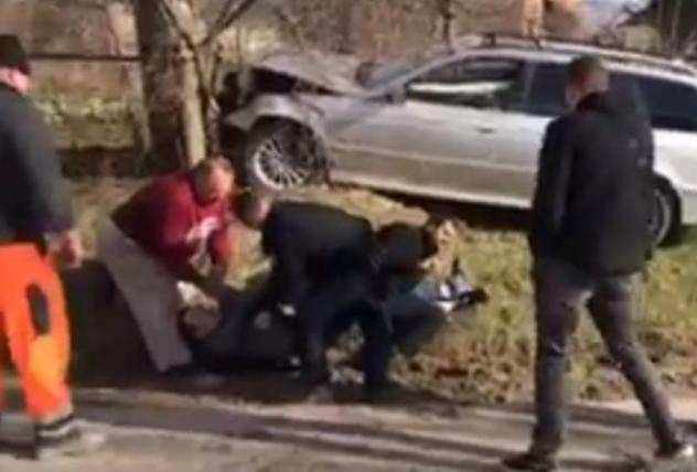 Виновники ДТП напали на сотрудницу патрульной полиции