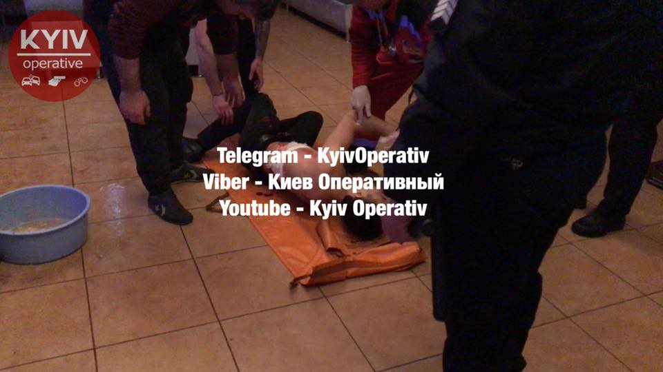 В Киеве на Подоле одного из участников массовой драки ударили ножом