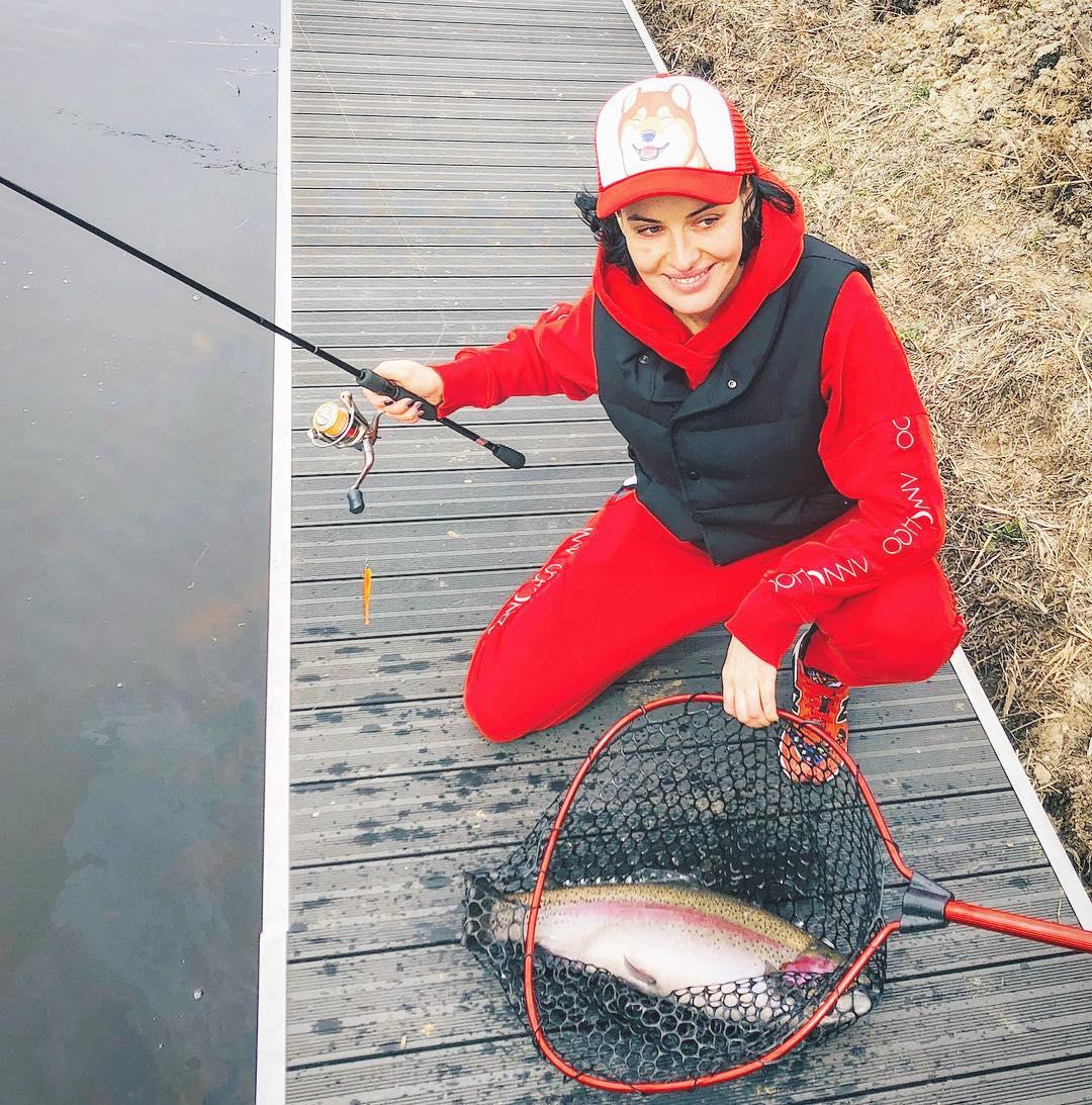 Певица отправилась рыбачить с мужем Алены Шоптенко