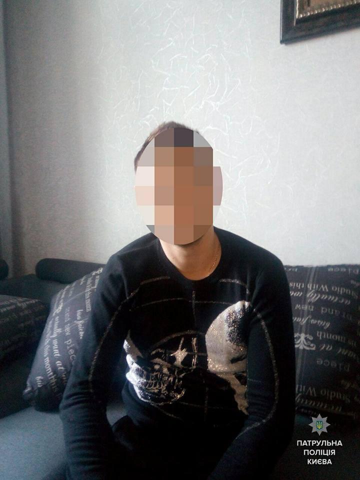 В Киеве компания стреляла по окнам