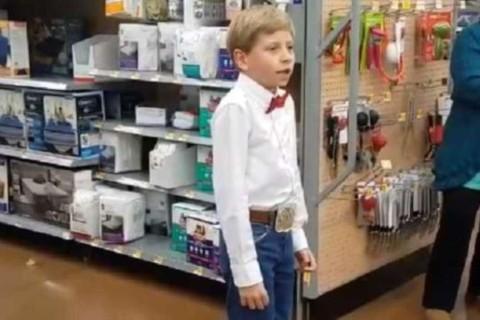 Мейсон Рэмси спел в супермаркете