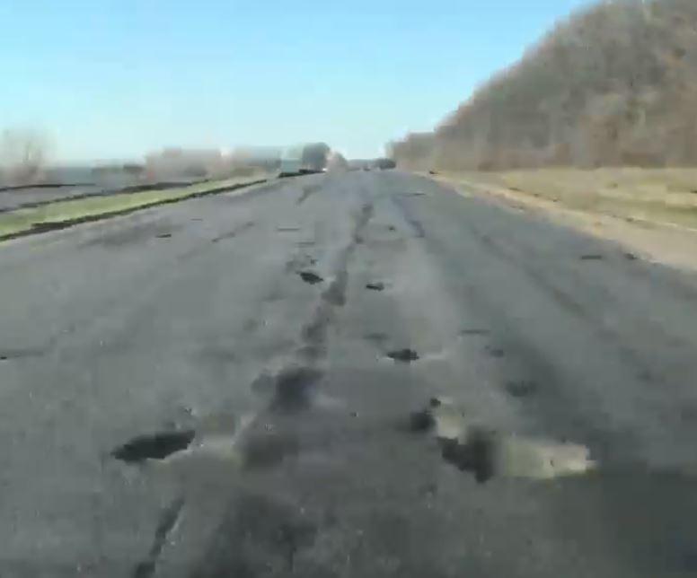 Украинские дороги оказались одними из худших в рейтинге.