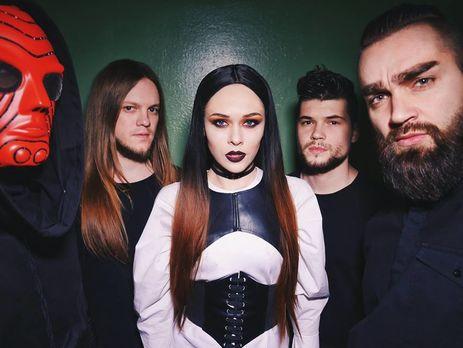 Гитарист Роман Скоробогатько (второй слева) решил покинуть группу