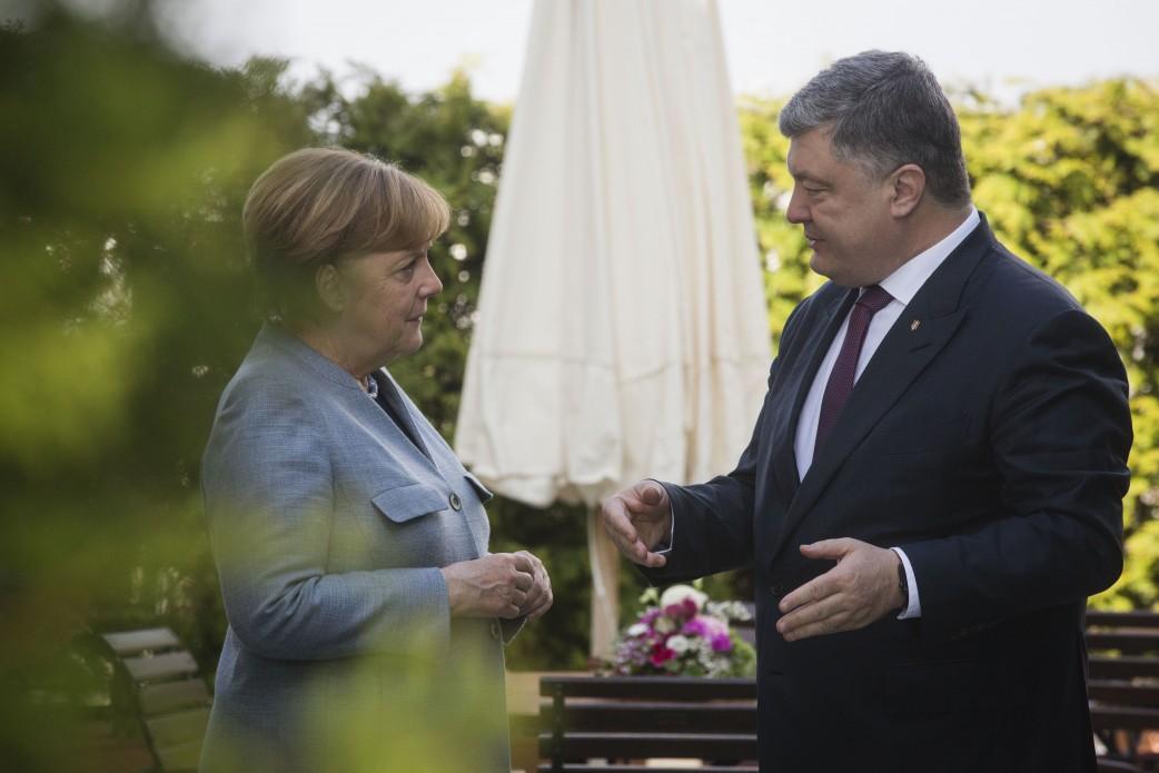 Меркель и Порошенко договорились о встрече без Путина.
