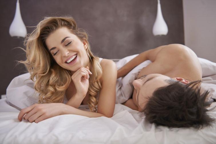 Любовники в кровати