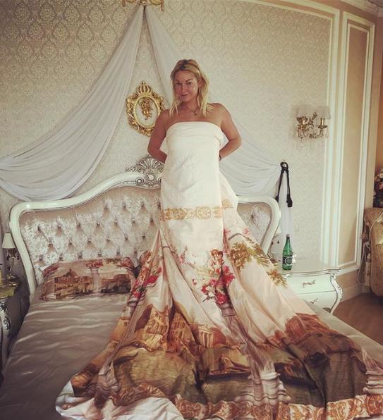 Анастасия Волочкова похвасталась необычным постельным снимком
