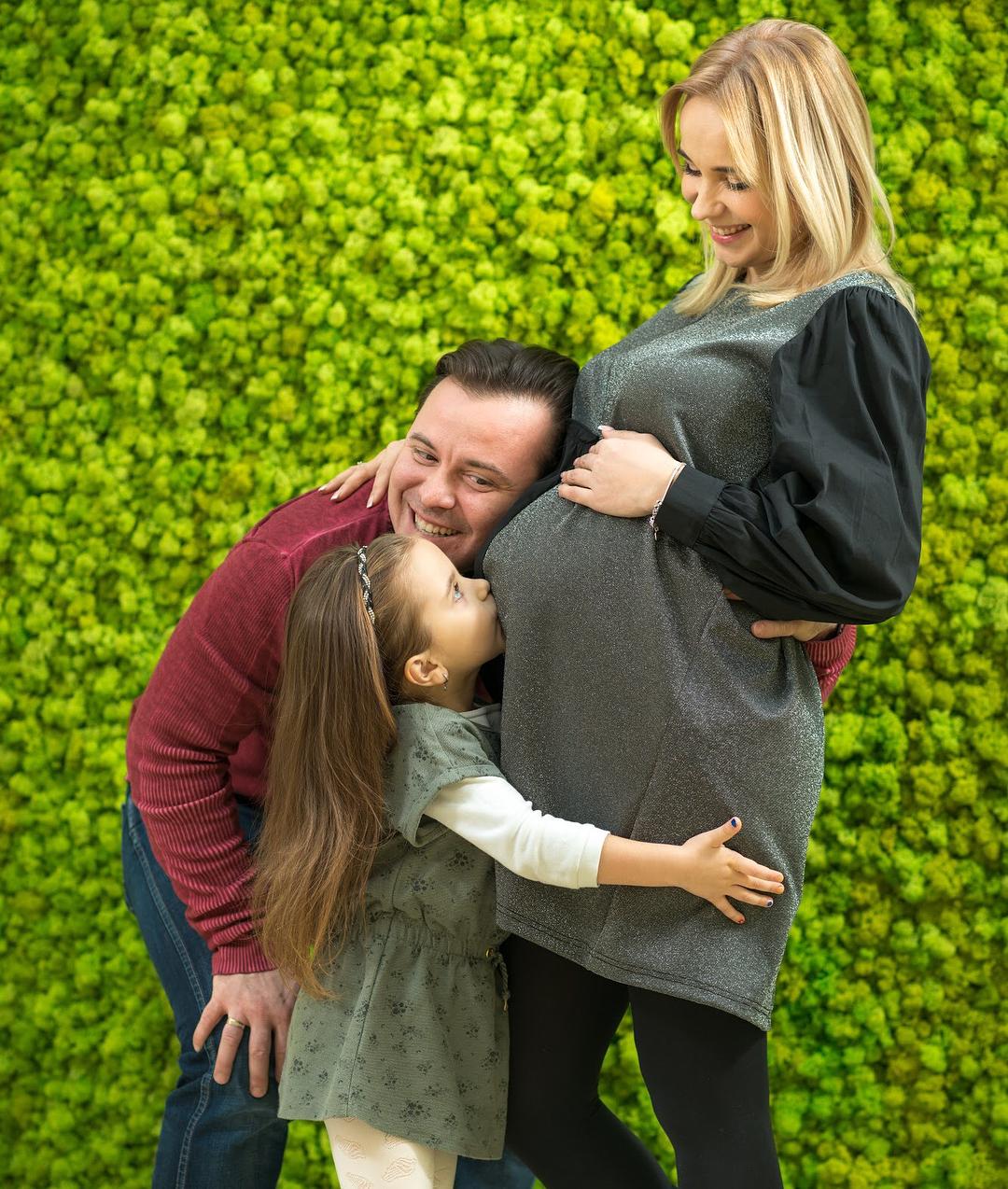 Лилия Ребрик с мужем Андреем Диким и дочкой Дианой