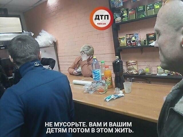 """В Киеве на Троещине прекратили работу """"наливайки"""""""