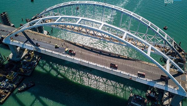 Мост из России в Крым планируют запустить уже осенью