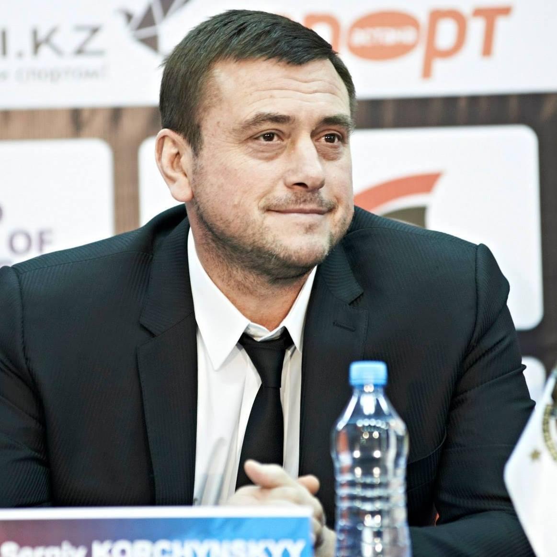Сергей Корчинский упал и ударился головой об асфальт