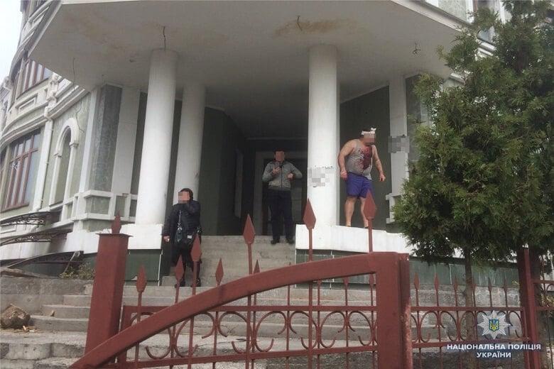 В Киеве возле общежития переселенцев случилась перестрелка: фото и подробности