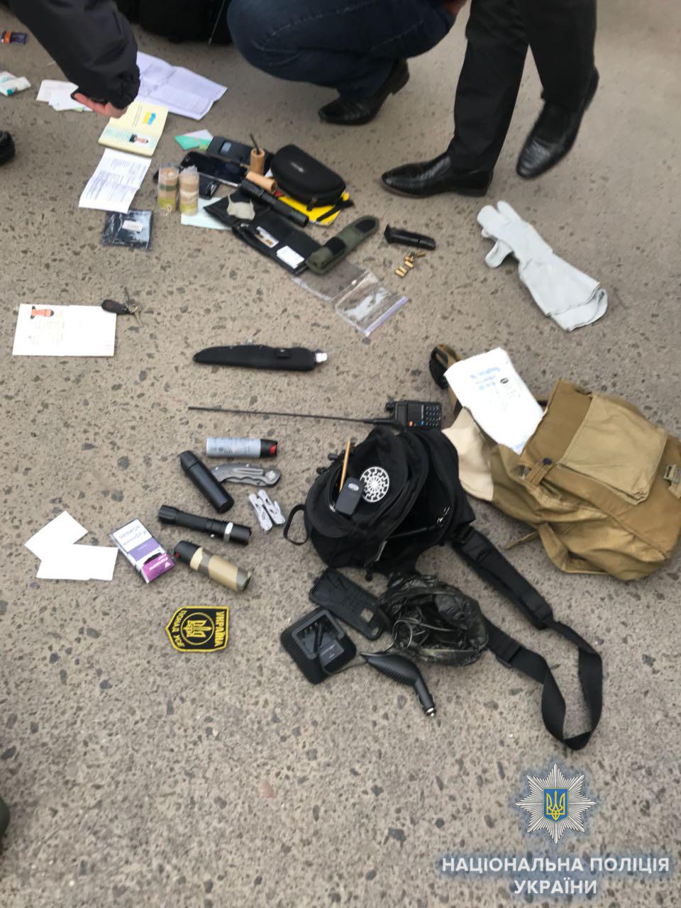 """В Одессе неизвестные в балаклавах и """"брониках"""" устроили стрельбу: фото"""