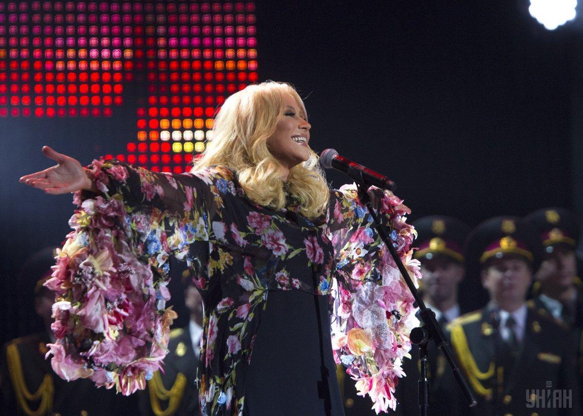 Артистка взяла участие в съемках концерта ко Дню победы.