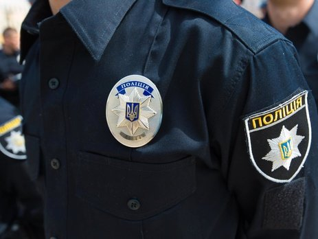 Сотрудница патрульной полиции накинулась с кулаками на мужчину