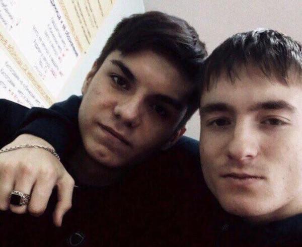Нападавший 9-классник Артем Тагиров (слева) не скрывал своих намерений