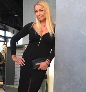 Анастасия Волочкова позировала в молодежном образе