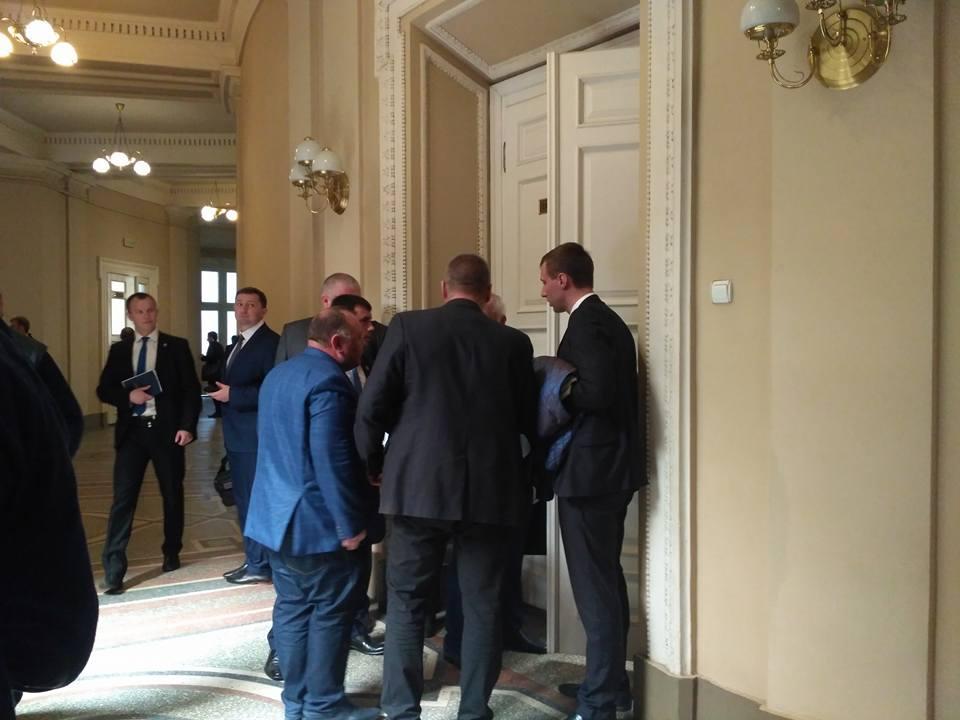 Садовой не смог попасть на встречу культурной элиты с Порошенко