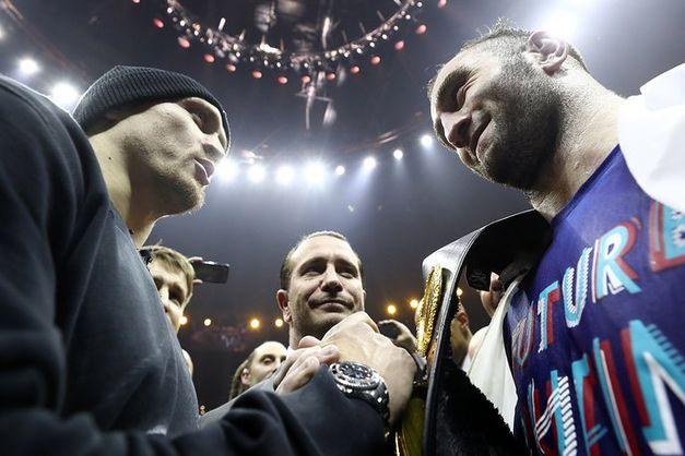 Букмекеры оценили шансы боксеров