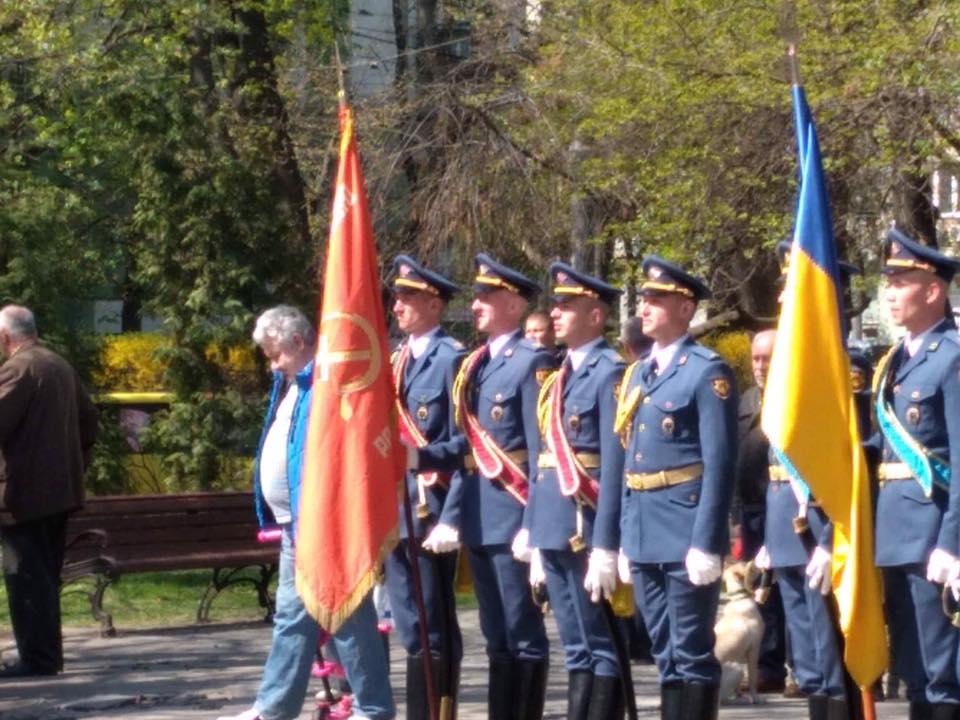 Советский флаг на торжествах в Киеве