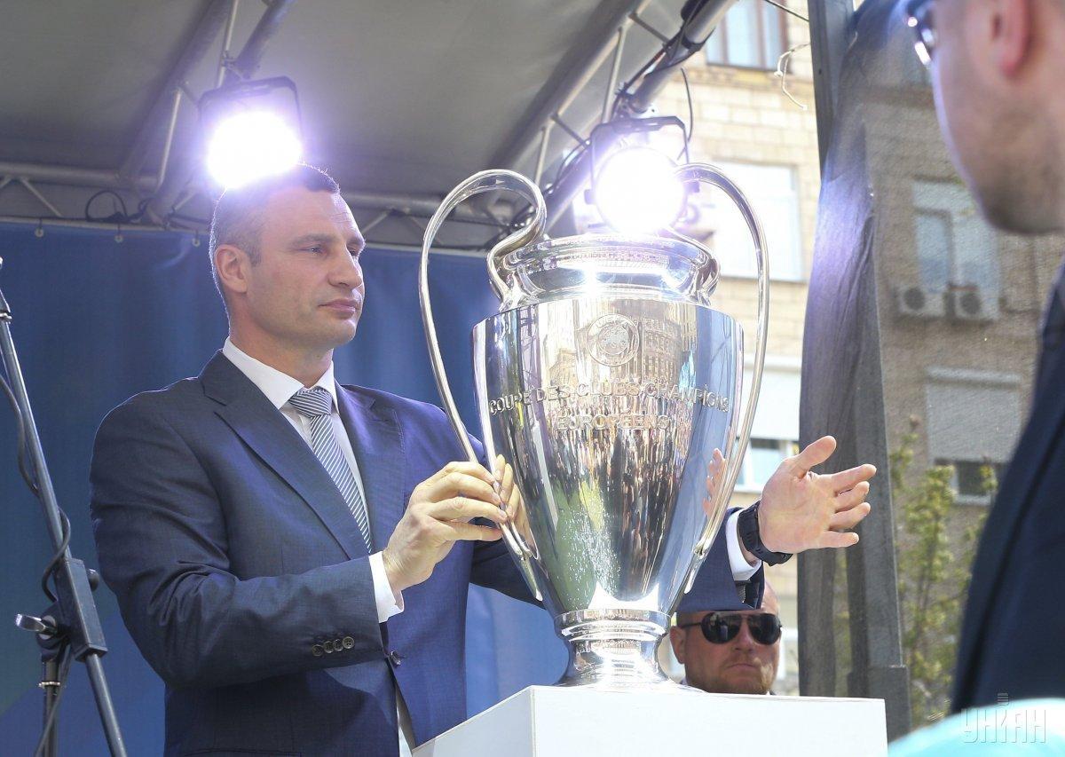 Кличко получил Кубок Лиги чемпионов УЕФА
