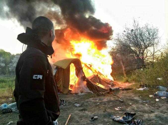 Заявление в полицию о сожжении лагеря ромов никто не писал