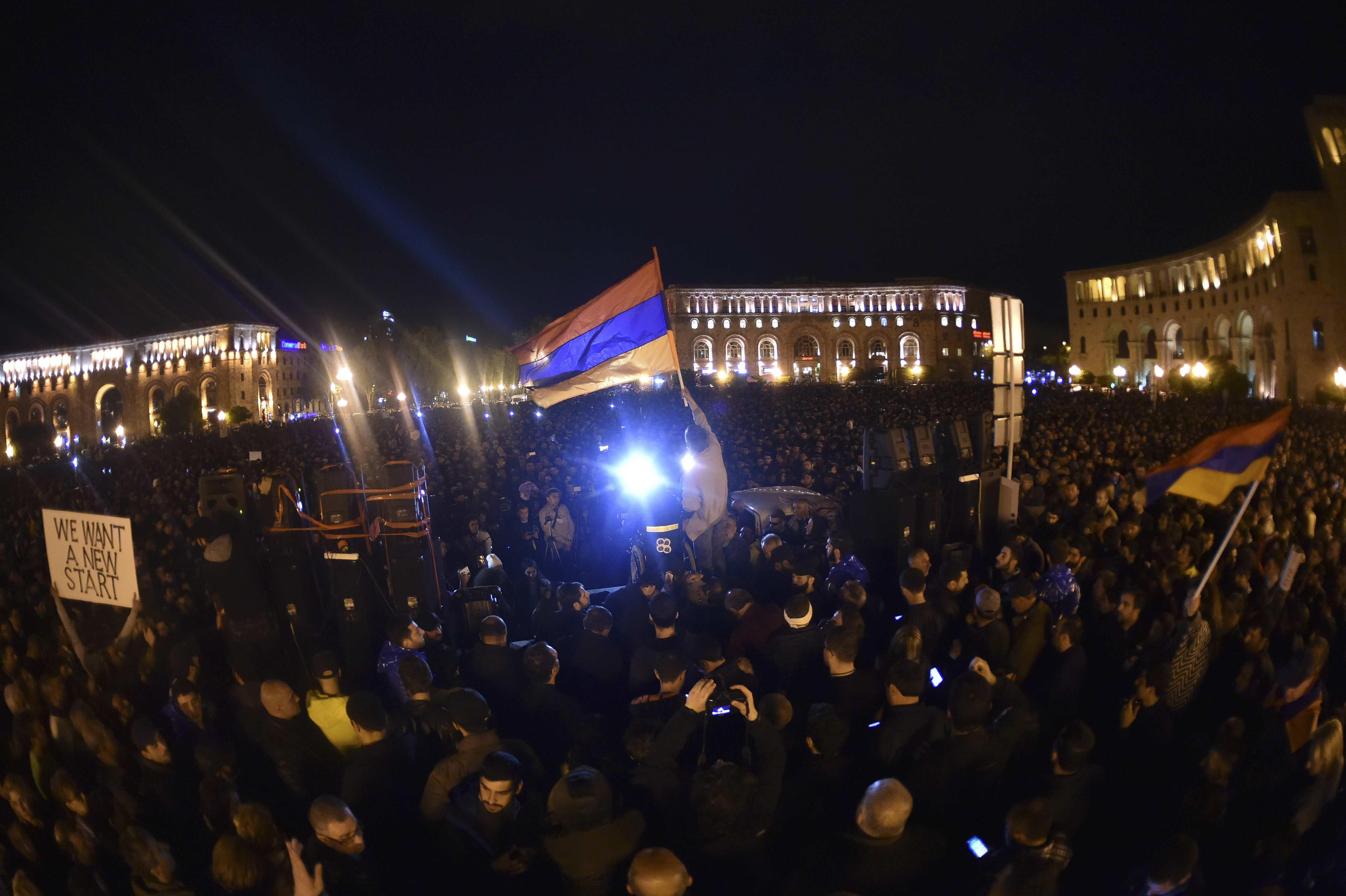 Армяне боятся называть свою революцию майданом