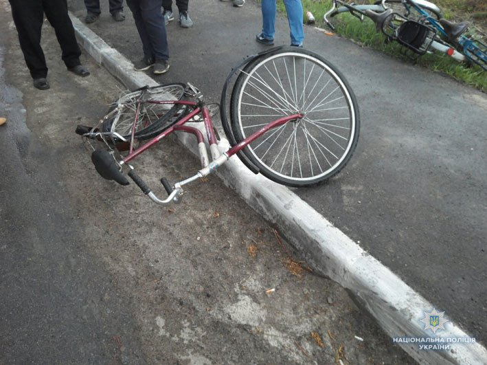 В Черниговской области фура насмерть сбила велосипедистку и слетела в реку