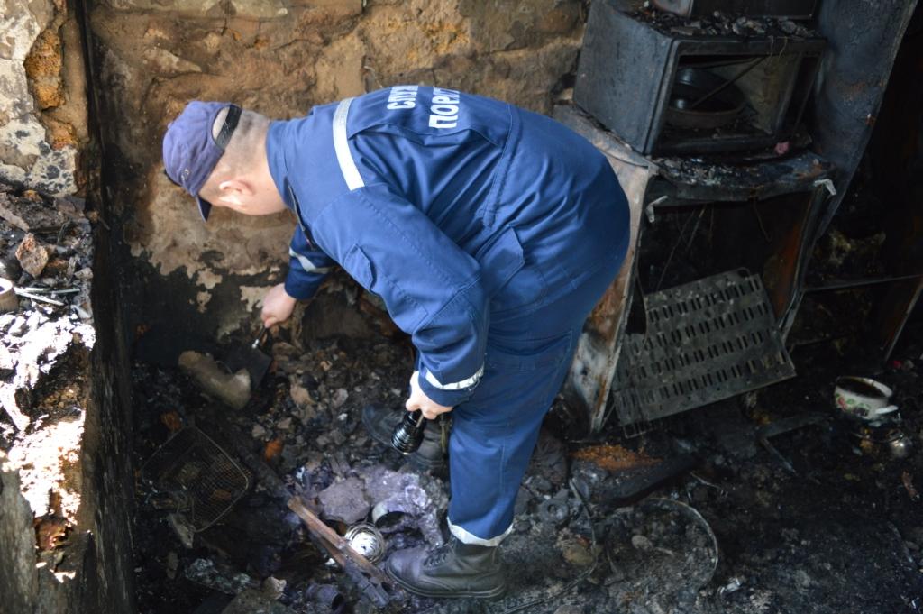 На Черниговщине в доме, где был пожар, нашли мертвыми женщину и ее 6-летнего сына