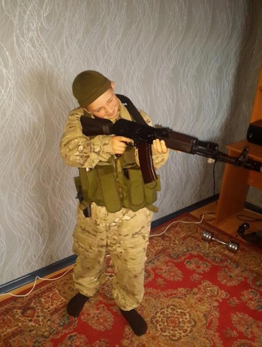 На захваченной части Донбасса ребенка превратили в малолетнего боевика