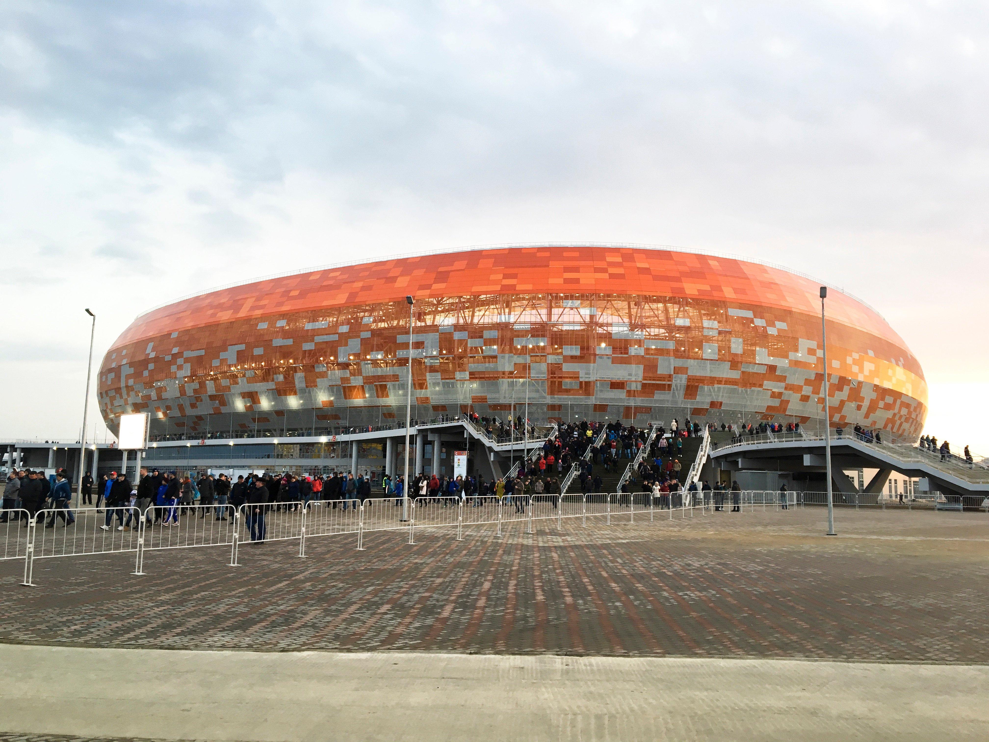 Вместимость арены - 45 000 человек, при этом практически половина трибун представляет собой разборную конструкцию, что позволит после ЧМ-2018 оставить на стадионе 30 000 зрительских мест, а вместо этих трибун соорудить помещения для занятий фитнесом,