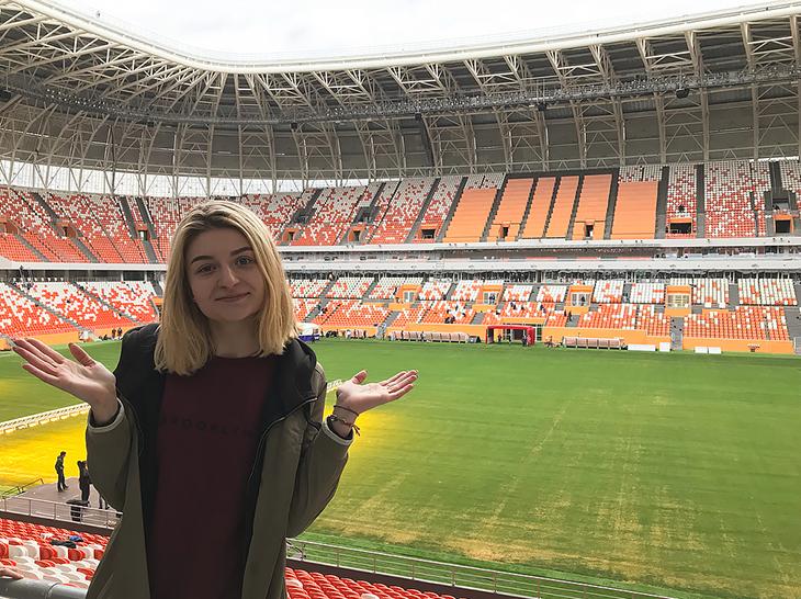 """Первоначально стадион должен называться """"Юбилейный"""". Однако по требованиям ФИФА название должно быть не только коротким и звучным, оно еще должно легко восприниматься на латинице. В народном голосовании победило победило название """"Шумб"""