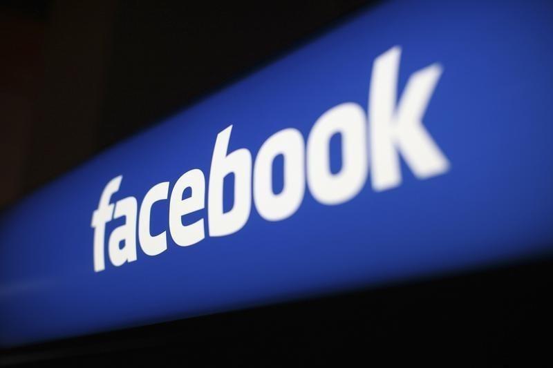 Facebook просит пользователей присылать обнаженные фото