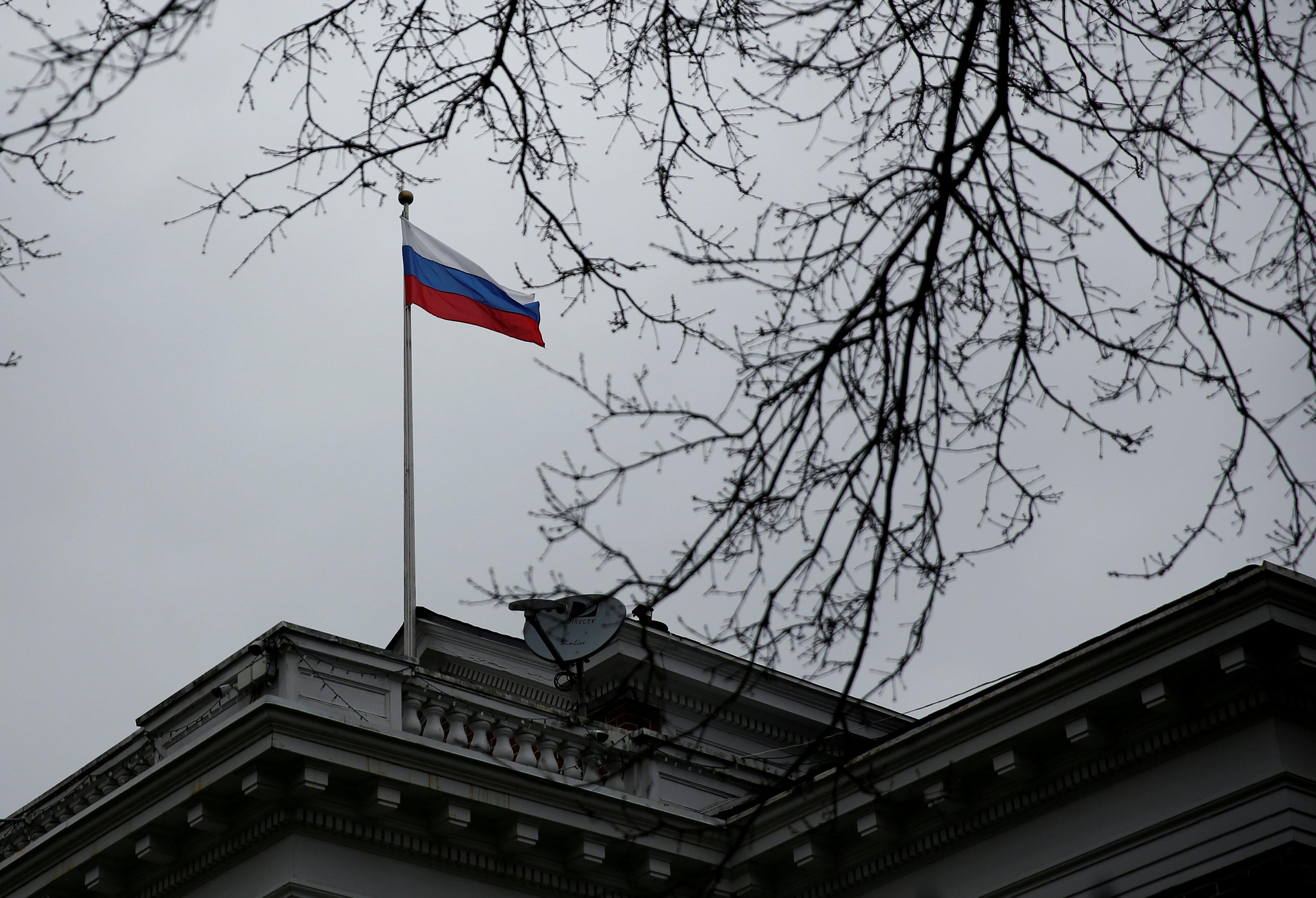 Российский флаг на Генконсульстве РФ в Сиэтле.