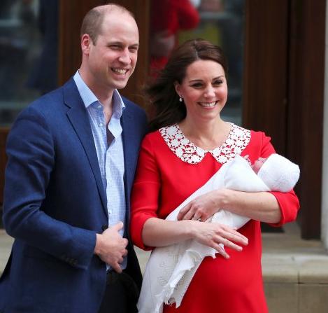 Герцогиня Кейт вышла к прессе через несколько часов после родов