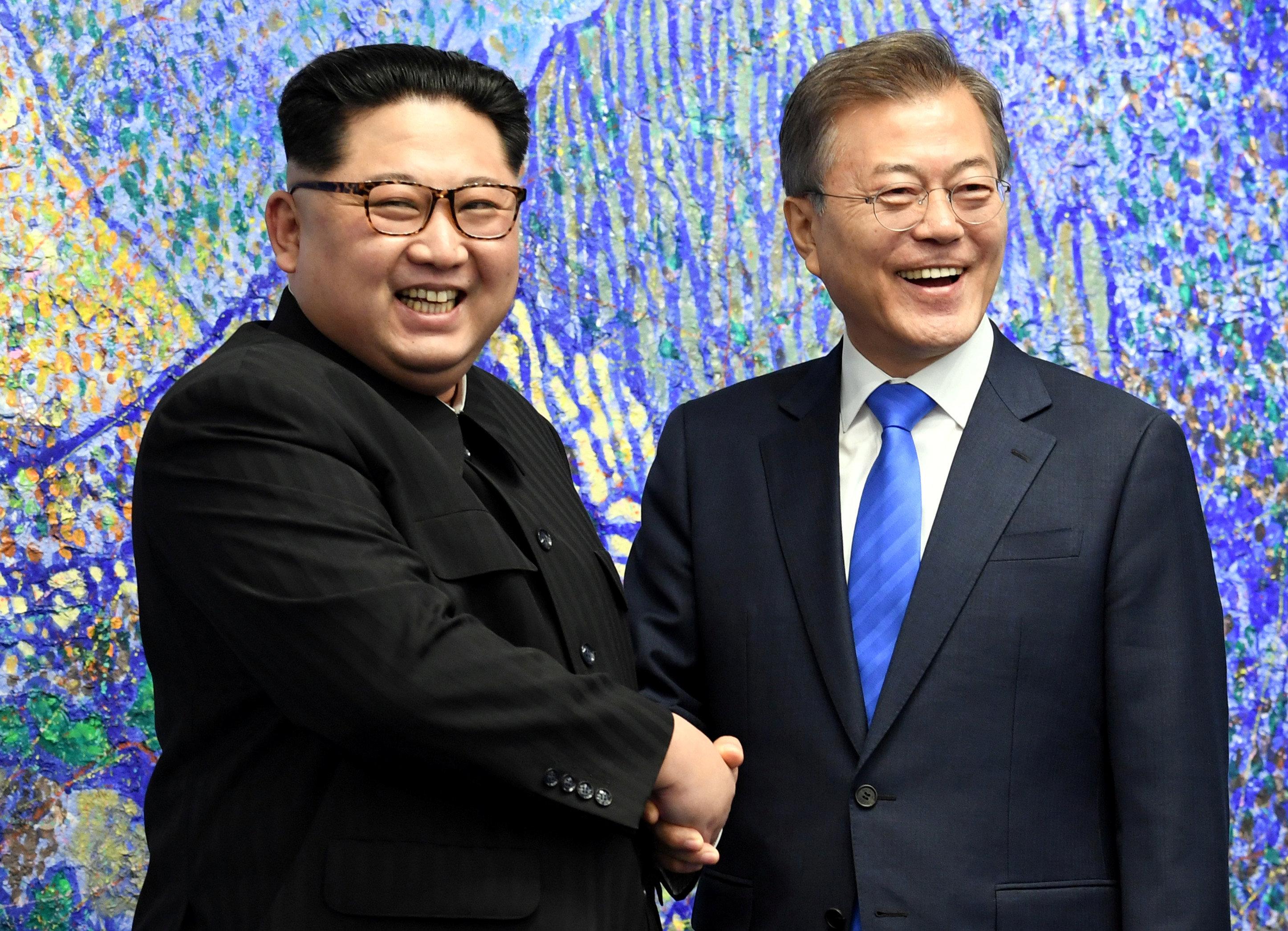 Мун Чжэ Ин и Ким Чен Ын говорили об улучшении отношений между Южной Кореей и КНДР