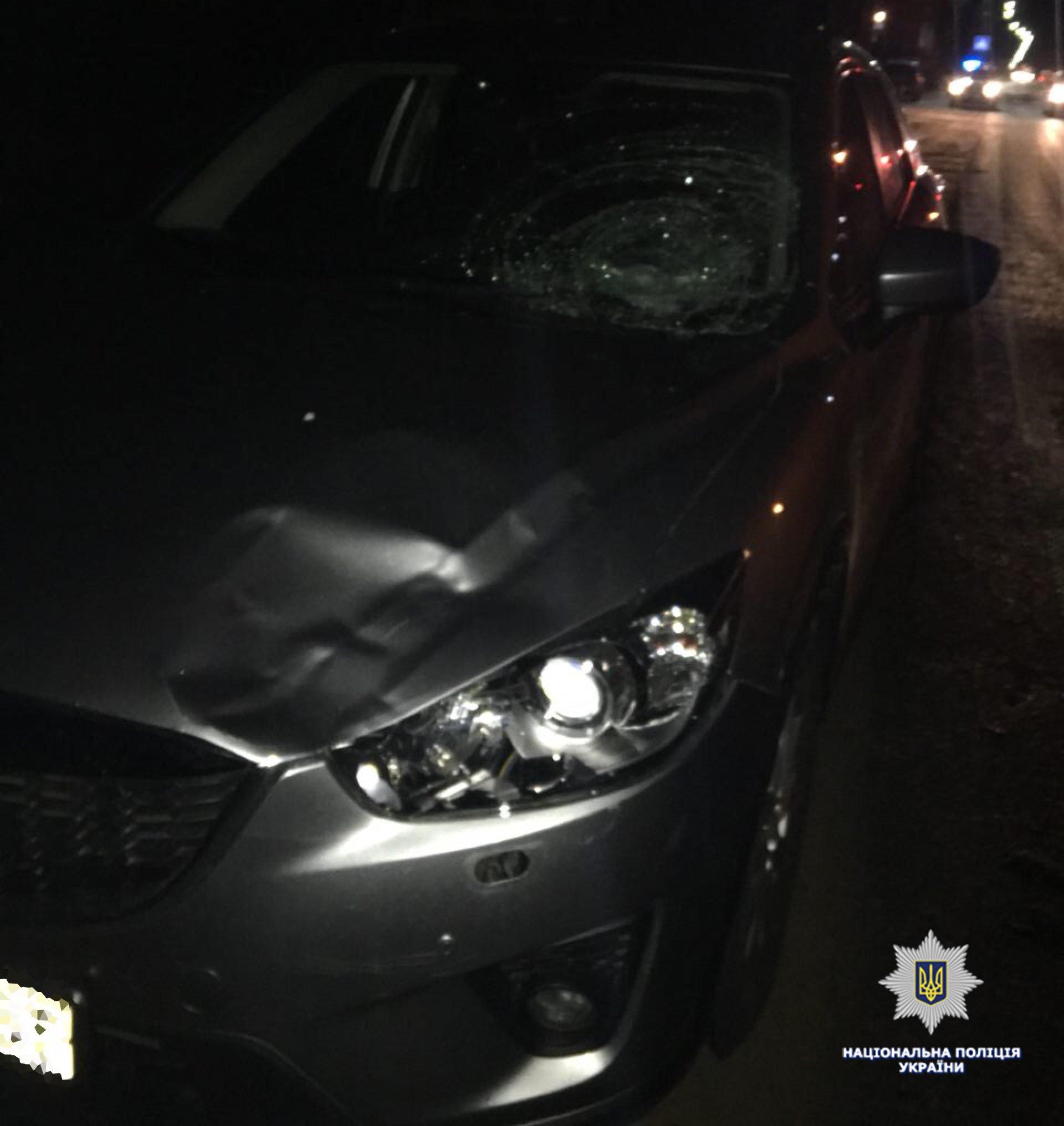 На Львовщине пьяный водитель на Mazda наехал на копа
