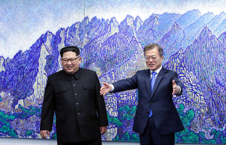 Мун Чжэ Ин и Ким Чен Ын обсудили улучшение отношений между Южной Кореей и КНДР.