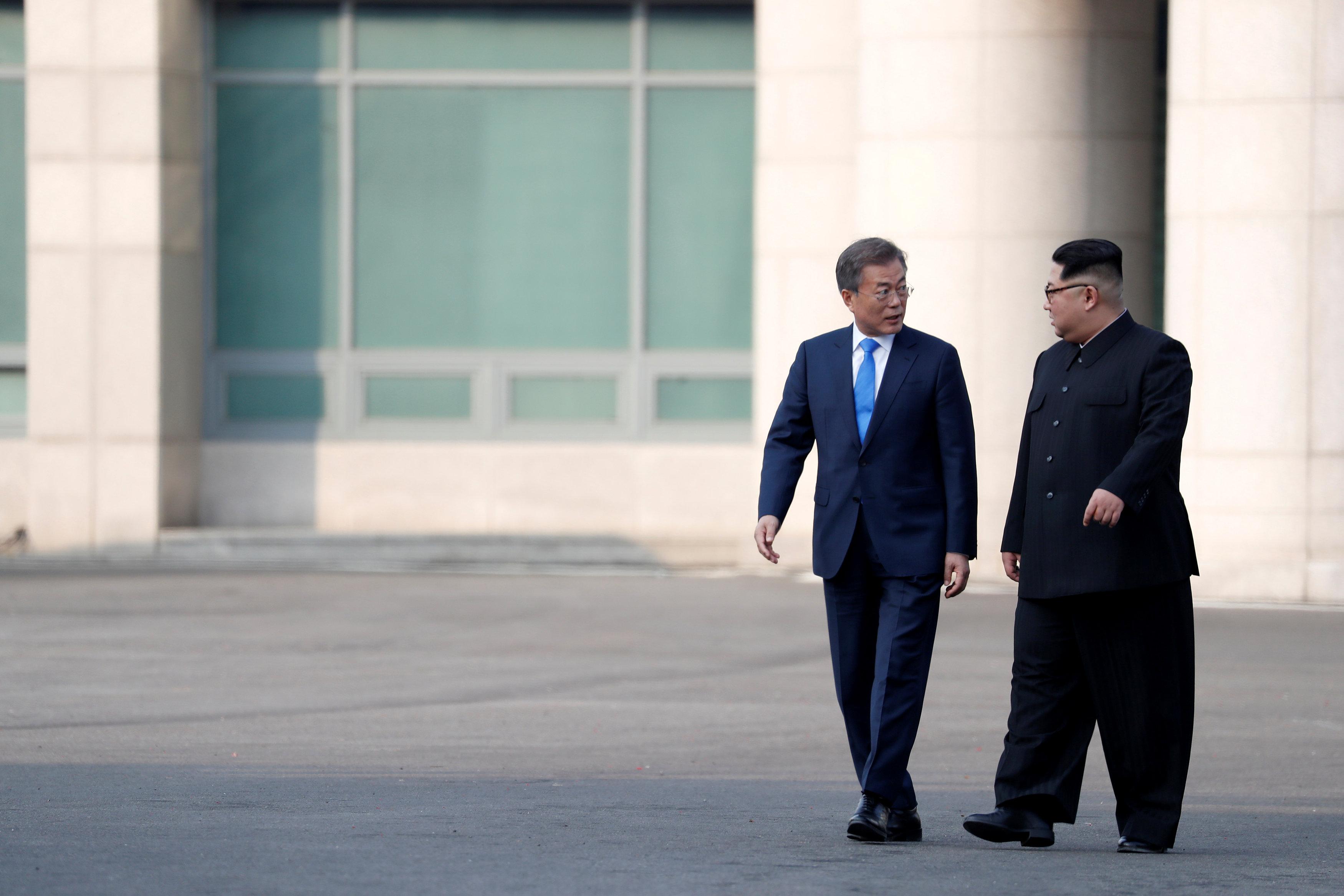 Ким чен Ын Мун Чжэ Ин