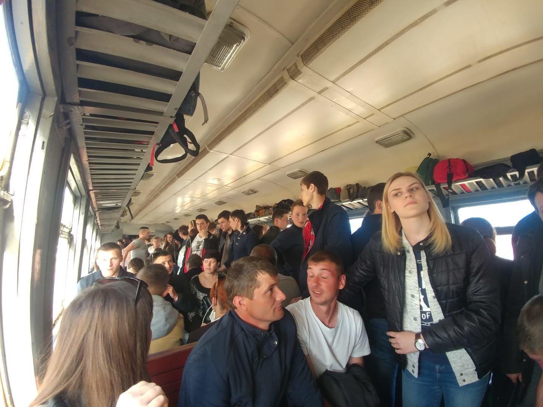Во Львове пассажиры заблокировали электричку