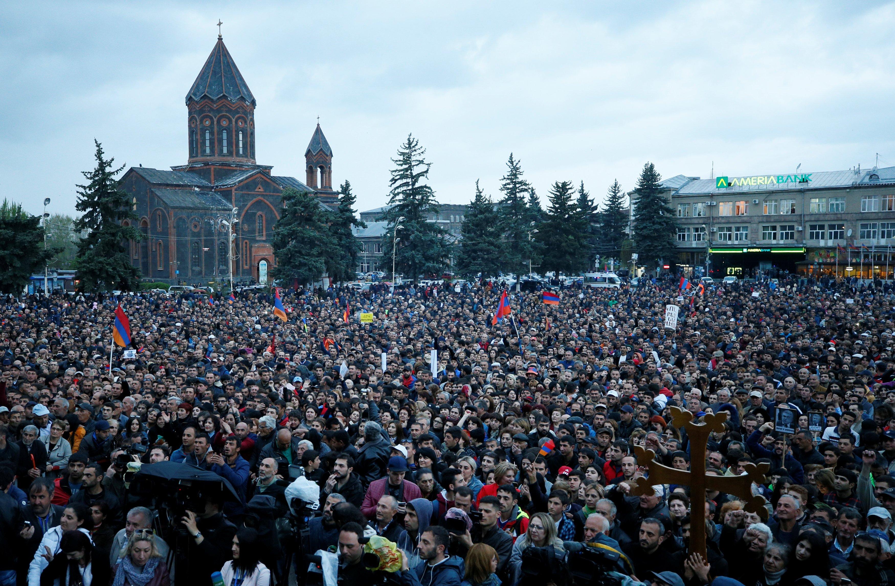 В Армении снова митинги.
