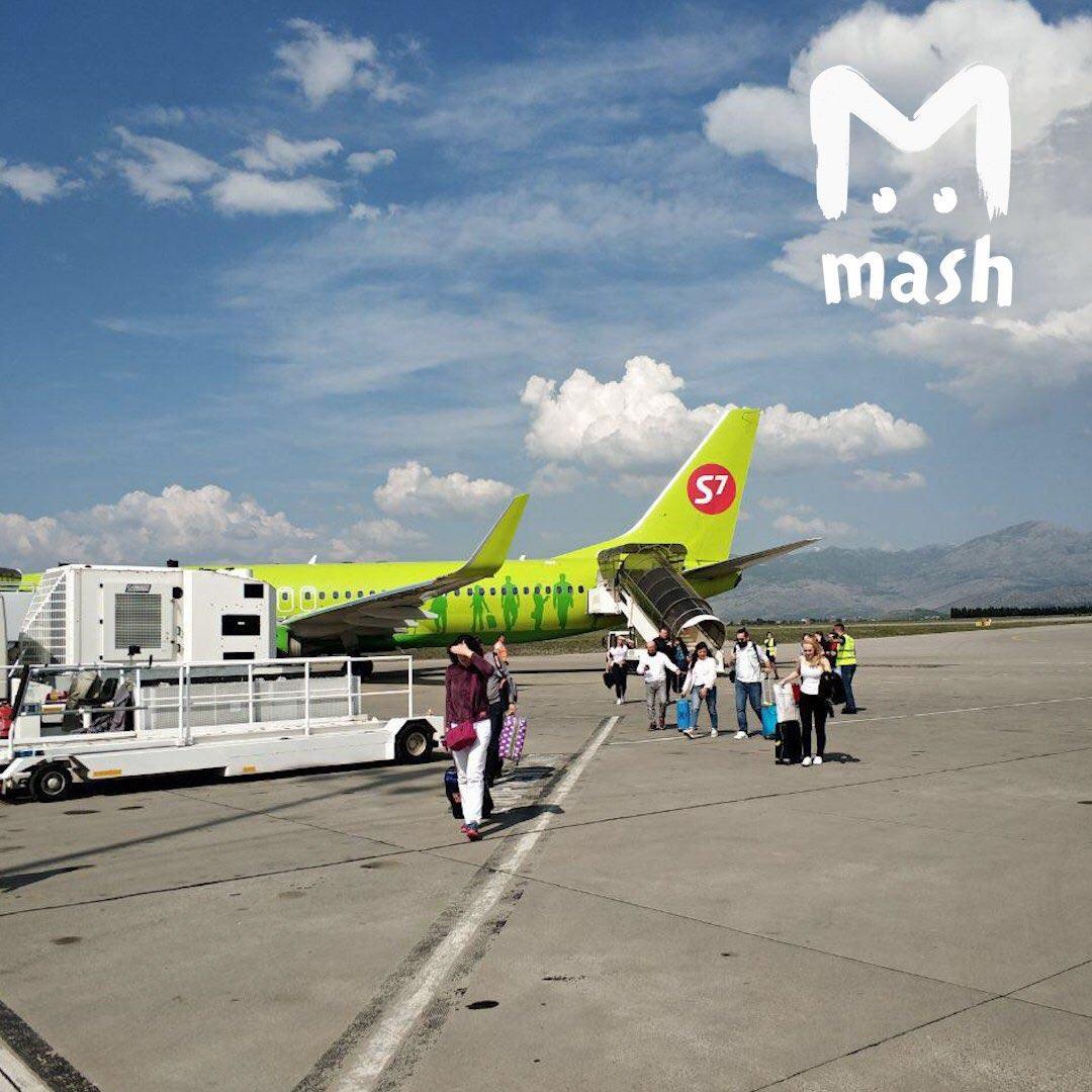 Самолет S7 экстренно сел в Черногории.