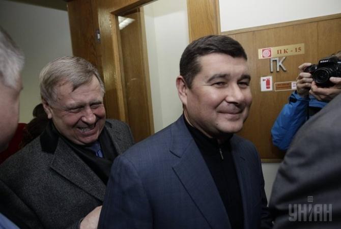 Александр Онищенко (в центре)
