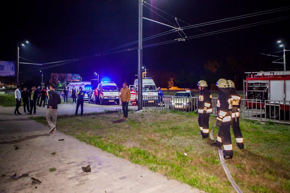 Жуткое ДТП в Днепре: Alfa Romeo на 200 км/ч протаранил ограждения Ледовой арены и убил двух женщин