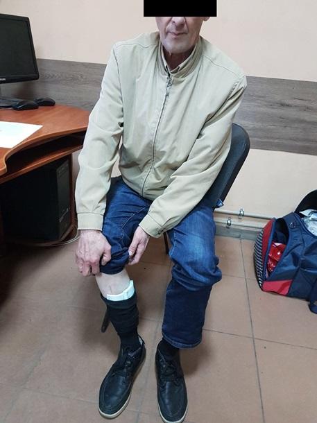 """""""Подвели носки"""". Мужчина пытался вывезти в Россию десятки тысяч евро: фото"""