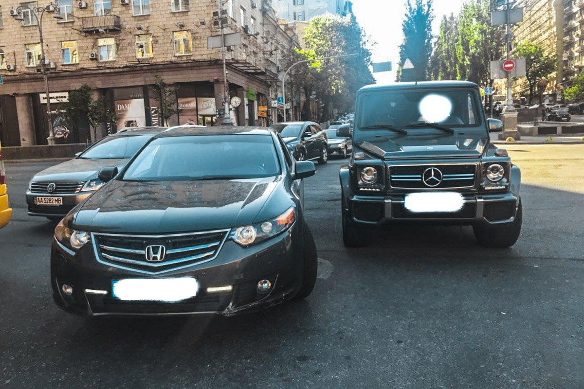 В центре Киева Мустафе Найему сломали челюсть: фото и видео