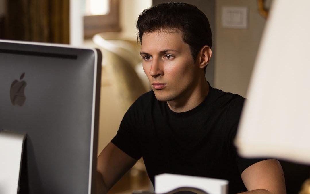 Получивший гражданство Виргинских островов Дуров вместе со своей командой разработчиков каждые несколько недель меняют место работы, колеся по миру.