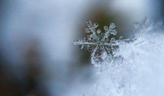 В NASA скрупулезно исследовали таяние снежинки