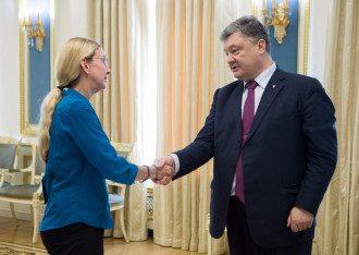 Президент Порошенко поздравляет Ульяну Супрун с назначением.