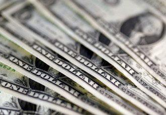 Нацбанк укрепил гривну к доллару и евро